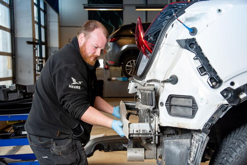 reparasjon utføres på hegre auto sitt mazda verksted