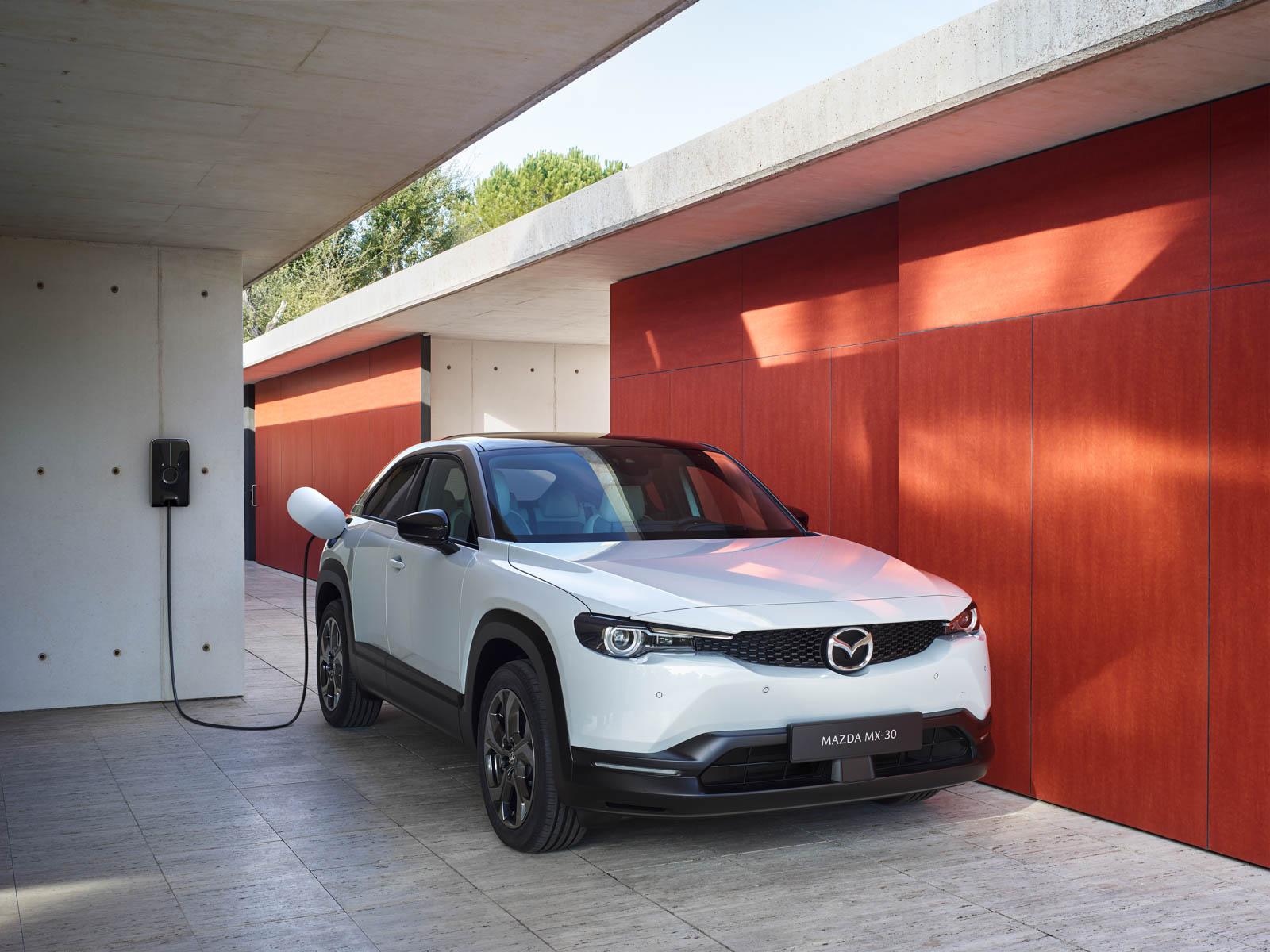 Ny elbil fra Mazda MX-30 som lades